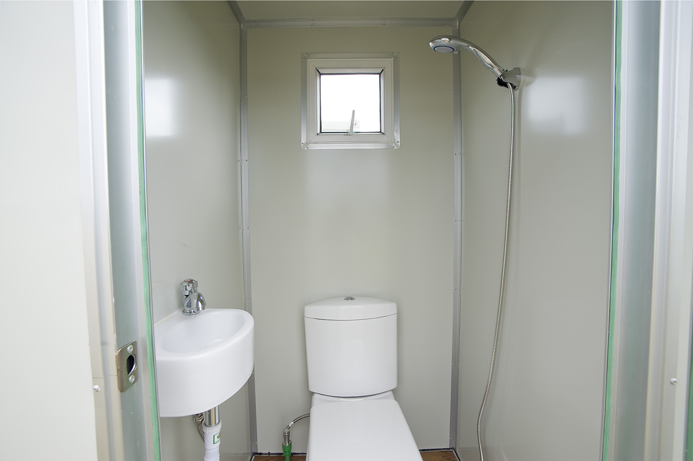 Small bathroom gallery for Small bathroom pictures gallery